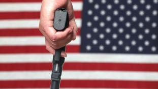 Könnyeit törölgetve jelentette be Obama a fegyverviselés szigorítását