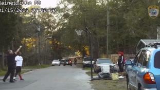 Inkább beállt játszani a rendőr, akit kihívtak a hangoskodó kosarazókra