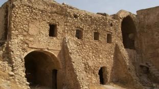 Csak szürkésfehér por maradt Irak legrégibb keresztény kolostorából