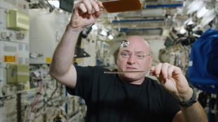 Amikor a pingponglabda vízből van – így ünneplik a nagy napokat az űrben