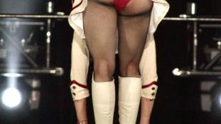 Túl szexi – kitiltották Madonna koncertjéről a 18 év alattiakat