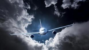 Pánik a fedélzeten – megpördült a levegőben a gép