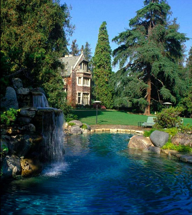 10236_Pool_to_HMH_Wing_3NEW_72dpi_-_Playboy_Mansion_-_View_from_East_Waterfall_from_Grotto_to_Mansion_across_Garden