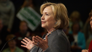 Az örömlányok Hillaryért: ingyenszex a férfi adományozóknak