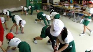 Napi tesi  és ének helyett – mindennapi osztálytakarítás