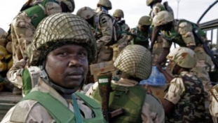 Túszszabadítás Nigériában: csaknem 300 ember került ki a Boko Haram fogságából