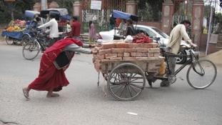 Véres tiltakozás az indiai kasztrendszer ellen