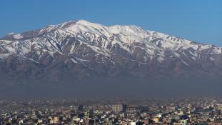 Kabul egyik legforgalmasabb útján robbantottak a tálibok