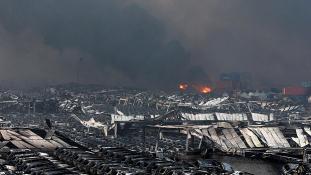 Raktárrobbanás: 165 halott, 123 felelős