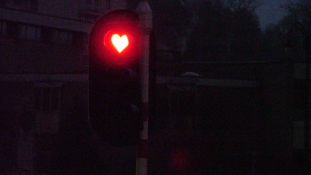 Valentin-nap:Csókért lehet utazni a villamoson