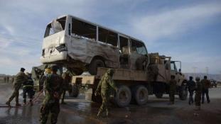 Katonabuszra vetődtek az öngyilkos merénylők