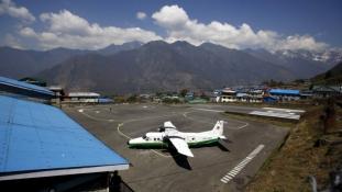 Eltűnt egy repülőgép –  nem találják a hegyek közt
