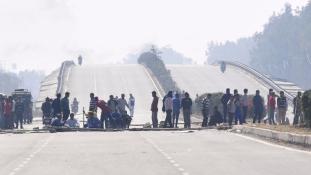 India: katonák az utcákon, vízhiány Újdelhiben