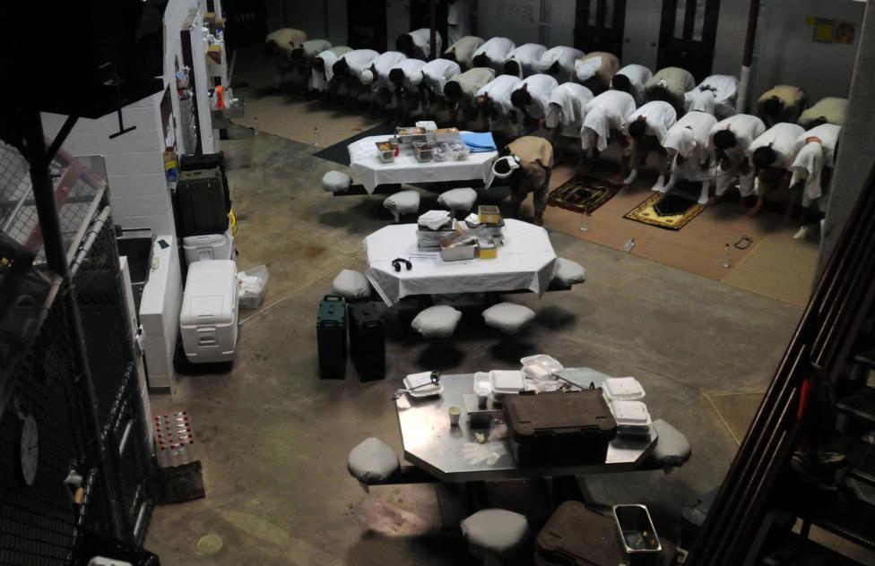 Ima a 6-os tábor közösségi épületében, 2011. március 18.
