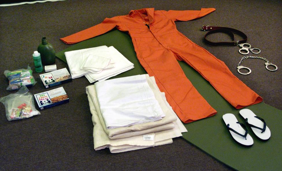 Ezt kapták az elítéltek, amikor Guantanamóra kerültek. Reuters, 2002. május 1.