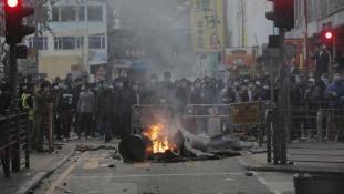 Zavargással indult a holdújév Hongkongban