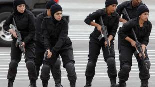 Nem szolgálhatnak és védhetnek tűsarkúban a kuvaiti rendőrök