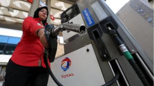 Megjelentek Kairóban a benzinkutas lányok