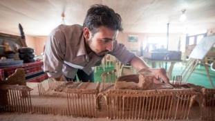 Hulladékból építik fel Szíria híres műemlékeit a menekültek