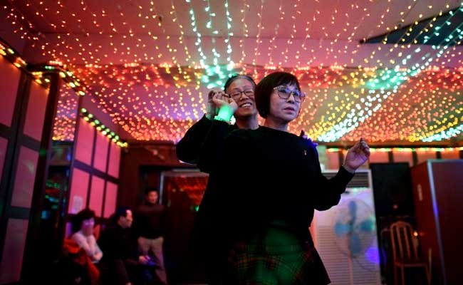old-people-disco-afp_650x400_51455425501