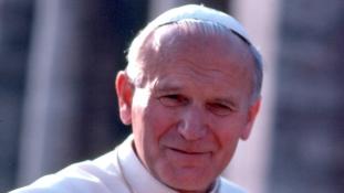 A szerelem szintjei: II. János Pál pápa levelezése egy férjes asszonnyal