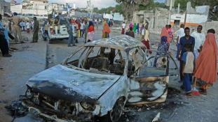 Újból robbantott az al-Shabab Szomáliában, harmincan meghaltak