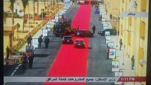 Több kilométeres vörös szőnyeget kapott az elnöki autó