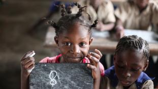 Kétszer több fiú jár iskolába a világon, mint lány