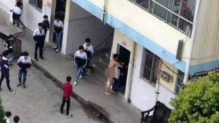 Fényes nappal próbált egy diákot megerőszakolni a meztelen tanár