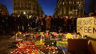 Spontán megemlékezést tartottak Brüsszel központjában
