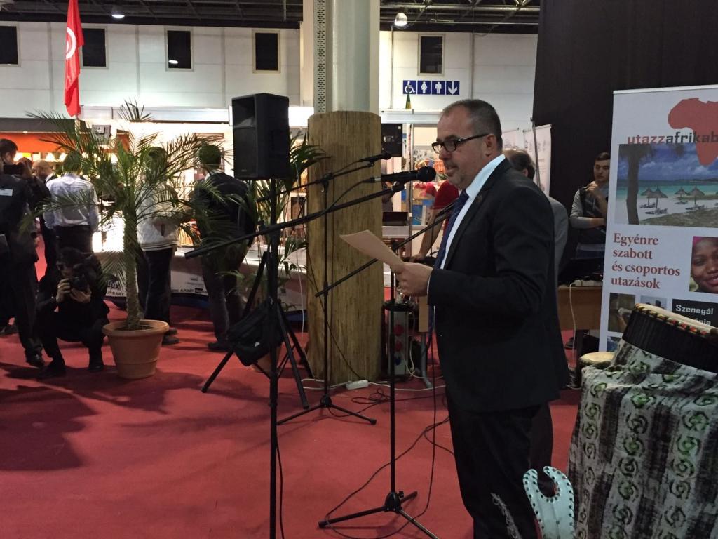 Balogh Sándor, a Magyar Afrika Társaság elnöke megnyitja a HTCC Afrika Expót.