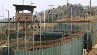 Megkezdik a rabok elszállítását Guantánamóról