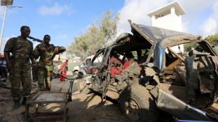 Rendőrségnél robbantottak Szomáliában