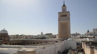 Turistaként, szigorú biztonsági intézkedések között Tunéziában