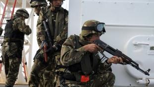 Megöltek egy veszélyes terroristavezért Algériában