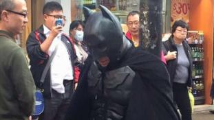 Járókelők lesték meg Batmant