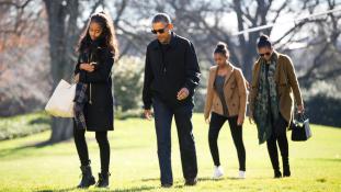 Lányuk miatt még egy-két évig Washingtonban maradnak Obamáék