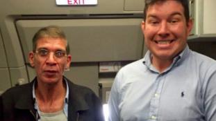 Ezért fotózkodott a brit utas az egyiptomi géprablóval