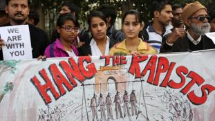Meghalt a felgyújtott indiai lány