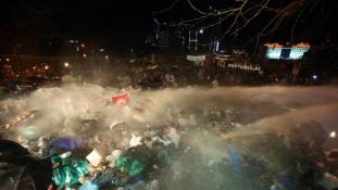 Folytatódnak az összecsapások Isztambulban