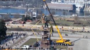 Második napja küzdenek legnagyobb Lenin-szobrukkal az ukránok