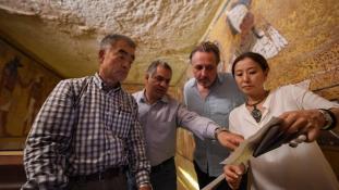 Az évszázad felfedezése lehet – megtalálták a titkos kamrákat Tutenhamon sírjában