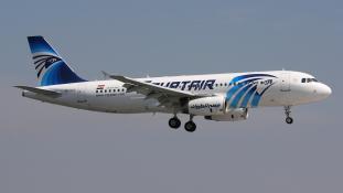 Robbanóöves fegyveres térített el egy repülőgépet Egyiptomban (videó)