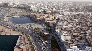 Líbiában fegyveresek rohamoztak meg egy tévéadót