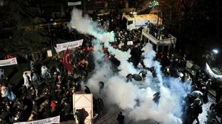 Lerohanta a rendőrség a legnagyobb török napilapot