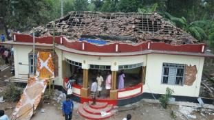 Már 112 áldozata van az indiai templomtűznek