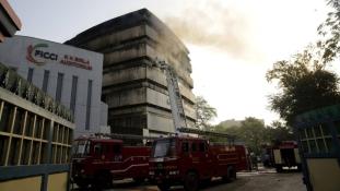 Mind a hat emelet lángolt az indiai múzeumban