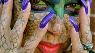 Egsézen durva átalakulás – így lesz valaki bankárnőből hím sárkány