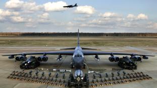 Repülő monstrum is támadja már a dzsihadistákat