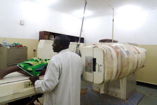 Uganda egyetlen sugárkelezlő gép, ami több évtizede gyógyította a betegeket.